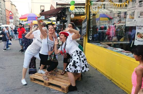 Sommerfest Stand129 - Wir Frauen vom Viktor Adler Markt